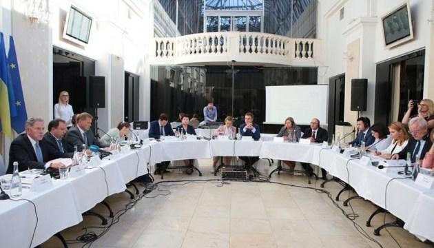Влада працює над створенням належних умов для роботи журналістів - МІП