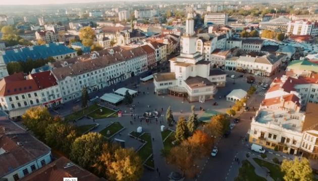 В Івано-Франківську створили мурал за малюнком семирічної дівчинки