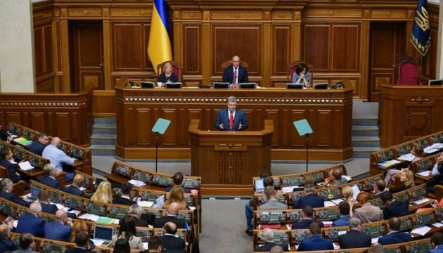 Порошенко требует от военных чиновников нестандартных решений по РФ