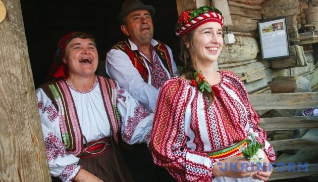 Фестиваль-старожил і весільне реаліті-шоу дивуватимуть на Закарпатті