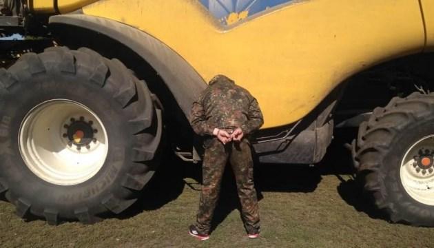 На Кіровоградщині поліція зі зброєю вигнала з поля 27 рейдерів