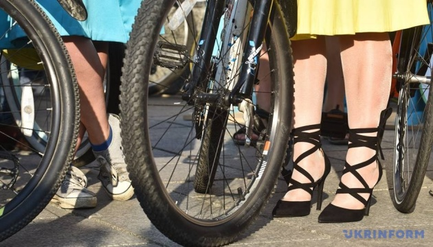 Велосипедом на роботу: кияни на день відмовилися від авто