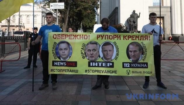 Активісти закликають депутатів не ходити на