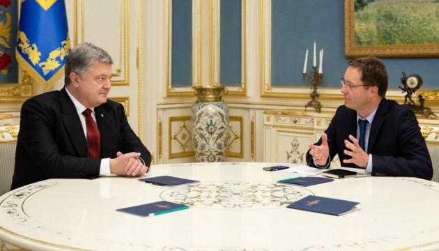 НАТО для України є єдиною гарантією виживання - Порошенко