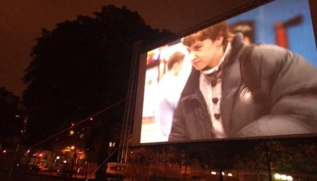 В Париже, возле посольства России, показали фильм Сенцова