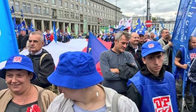 Тисячі бюджетників мітингували у Варшаві за підвищення зарплат