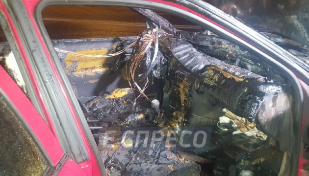 Opel врезался в автомобиль столичной полиции и загорелся