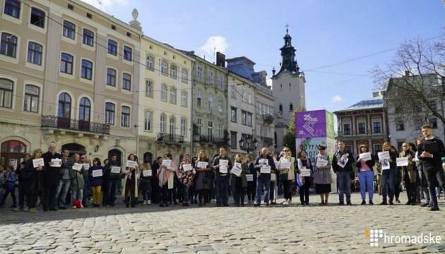 У Львові на Форумі видавців прочитали твори Сенцова