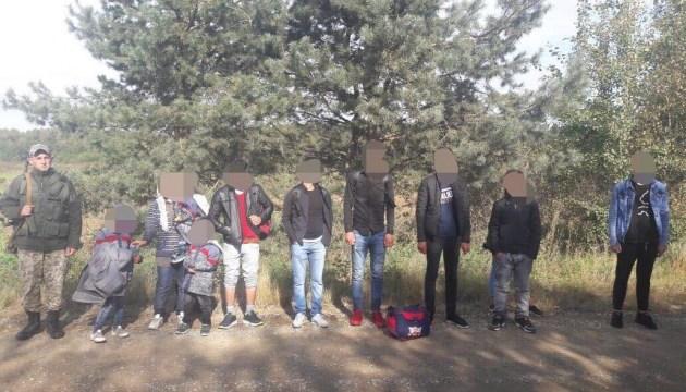 На Львовщине задержали 11 турецких нелегалов