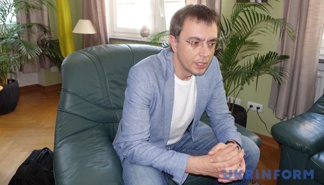 Омелян говорит, что 15 ноября ему вернут заграничные паспорта
