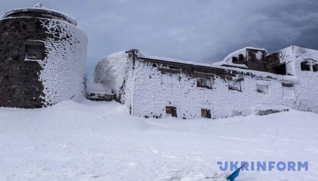 У Карпатах йде сніг