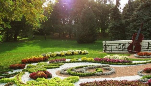Фестиваль хризантем на Певческом поле станет музыкальным