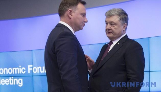 Poroshenko le pide a Duda que apoye el proceso de reforma en Ucrania