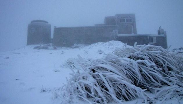 Erster Schnee in den ukrainischen Karpaten – Fotos