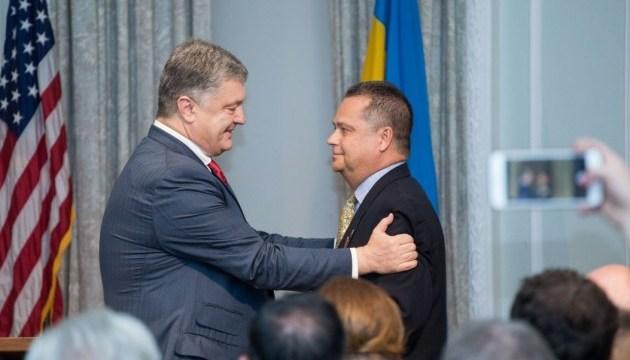 President presents awards to representatives of Ukrainian community in U.S.