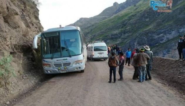 У Перу автобус влетів у річку, десятки загиблих