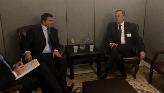 Ucrania y Kazajstán mejorarán la cooperación en el marco de las organizaciones internacionales