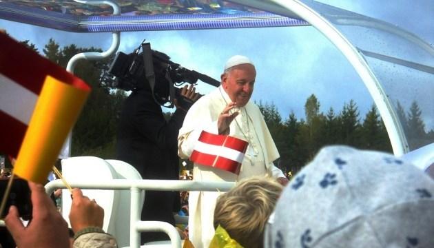 Папа Римский призвал мир отказаться от ископаемого топлива из-за изменения климата
