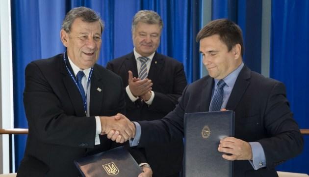 Украина заключила безвиз с Уругваем