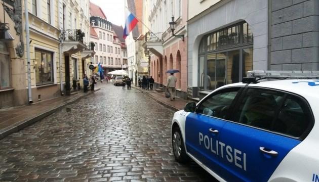 Посольство РФ в Таллинне пикетировали в поддержку Сенцова