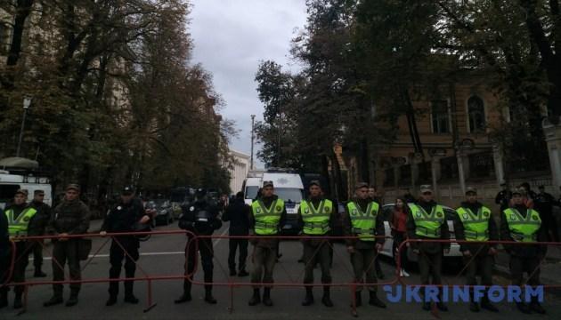 Полиция призывает активистов не нарушать порядок на Банковой