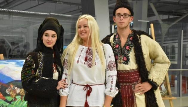 """Дизайнерский показ """"Украинские амазонки"""" состоялся во Львове"""