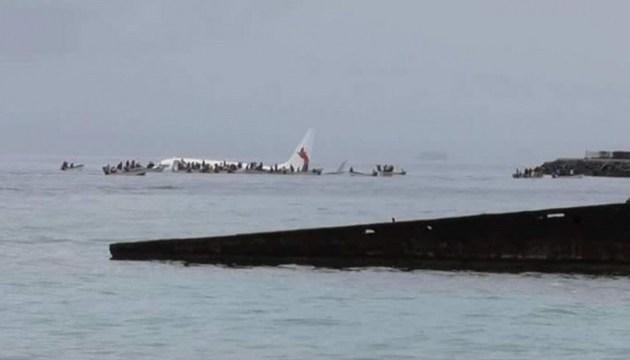 В Мікронезії Boeing із пасажирами впав у океан — не долетів 150 метрів