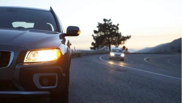 Водії з 1 жовтня мають вмикати фари і вдень, і вночі — поліція