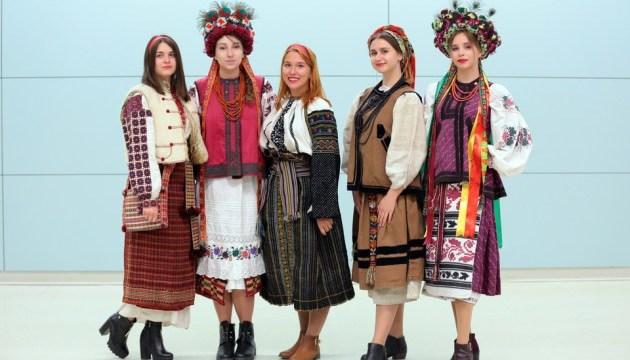 Платья, сорочки и пальто: во Львове прошел этнопоказ
