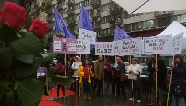 Виртуальный памятник создателю биткоина открыли на месте снесенного Ленина в Киеве