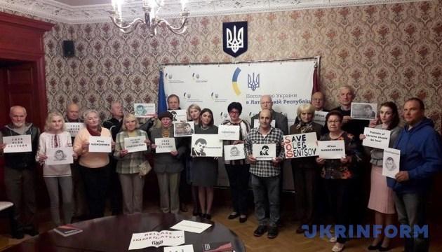Українці Латвії вимагають звільнення політв'язня Сущенка