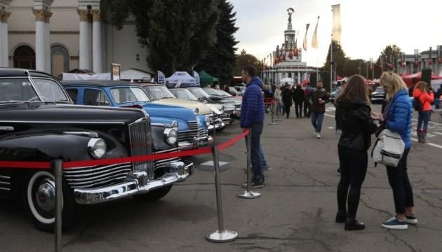 В Киеве стартовал самый большой фестиваль ретро автомобилей