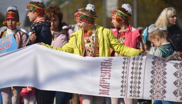 У Маріуполі проходить виставка й майстер-класи з української вишивки