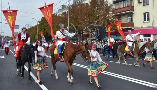 Святкувати 240-річчя Маріуполя прийшли десятки тисяч жителів міста