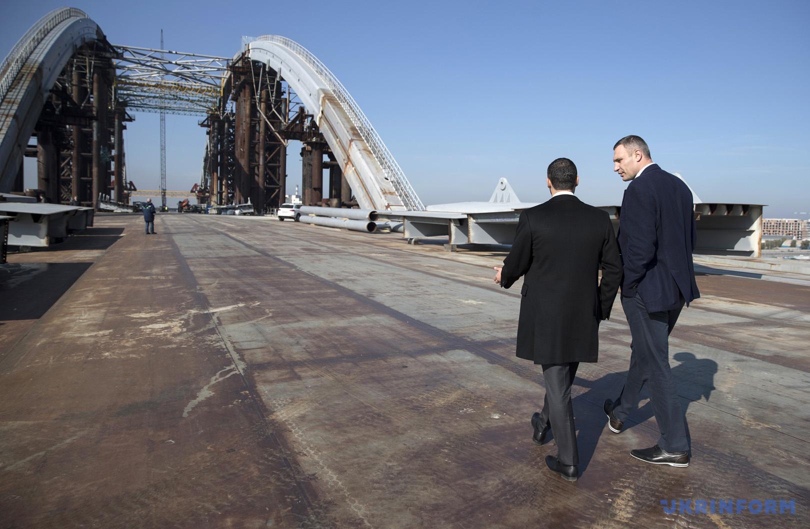 Віталій Кличко проінспектував хід будівництва Подільського мостового переходу / Фото: Андрій Скакодуб, Укрінформ