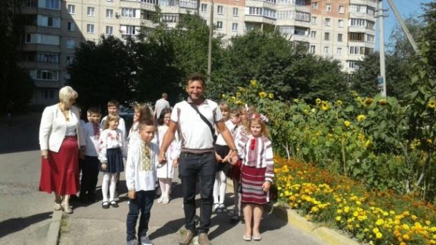 Василь Рижук із луцькими школяриками