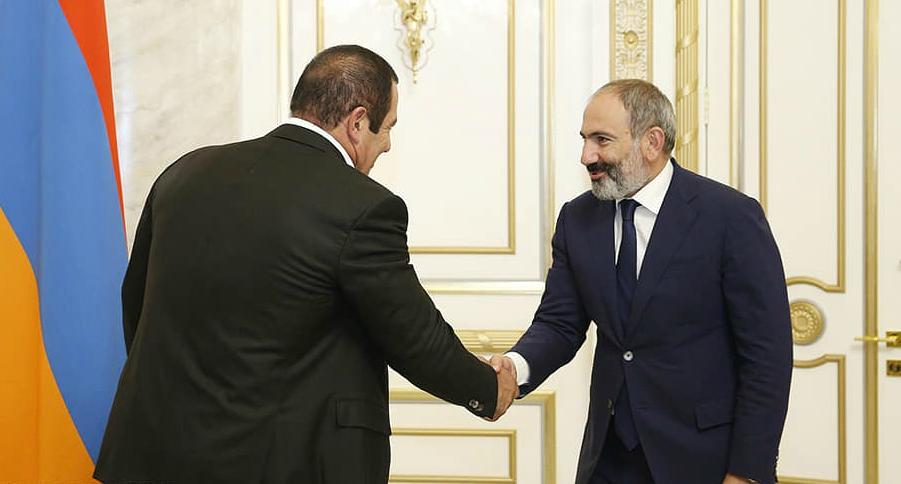 Нікол Пашинян і Гагік Царукян підписали меморандум про проведення позачергових парламентських виборів у Вірменії в грудні поточного року (8 жовтня 2018 року)
