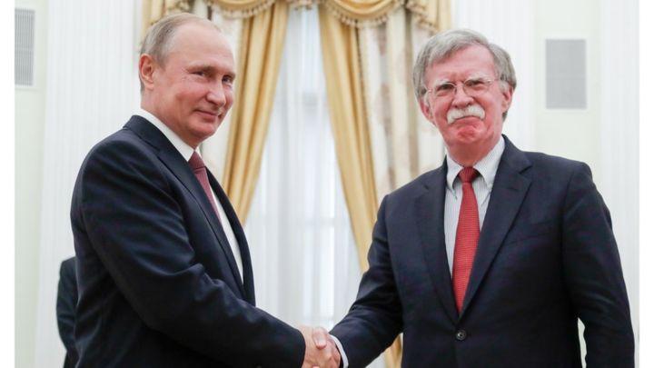 Володимир Путін і Джон Болтон // Фото: BBC
