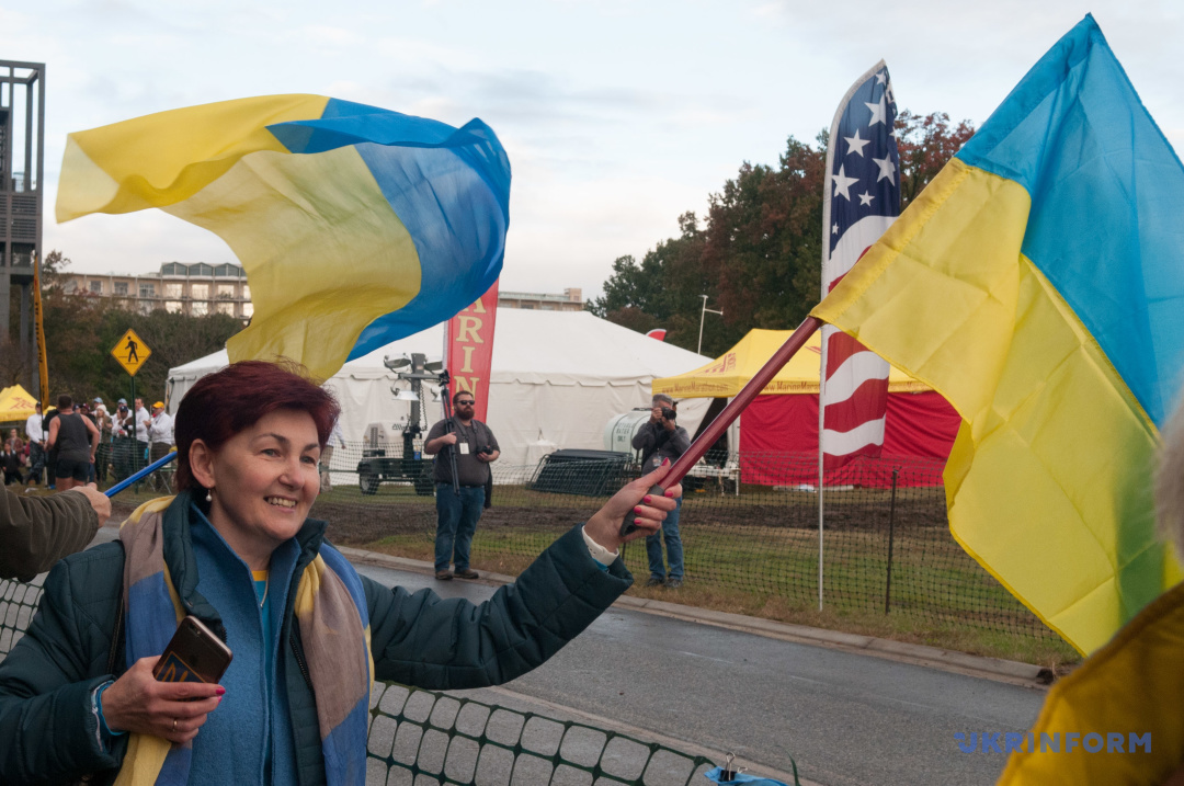Українські воїни, поранені в АТО, пробігли Марафон Морської піхоти у США