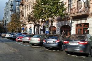 Участникам АТО и ООС предоставят льготы на парковку в столице