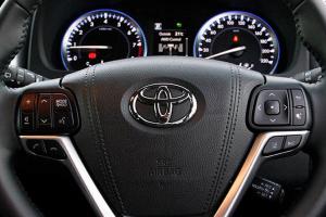 """Toyota """"навчила"""" авто паркуватися без розмітки"""