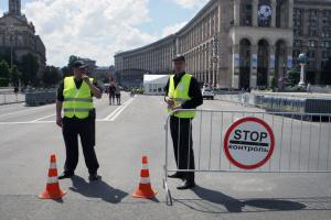 Движение транспорта по всем улицам Киева возобновили