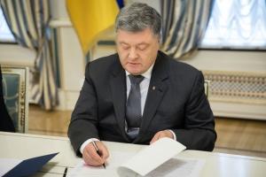 Порошенко подписал закон о противодействии буллингу