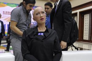 У робота Софии появятся еще четыре «сестры» для помощи в пандемию
