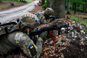Invaders detain eight Ukrainian soldiers in Donbas