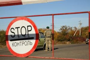 У пунктах пропуску на Донбасі у чергах стоять 220 авто