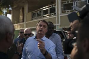 Шарлатанство и массовые убийства: в сенате Бразилии приняли отчет о преступлениях президента