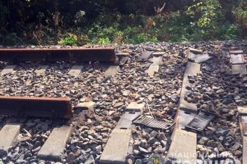 ウクライナ東部前線付近、1キロメートル近くの鉄道レールが盗難