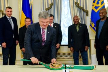 大統領:世界ボクシング評議会からの資金は、マリウポリのボクシング・ホール改修に利用