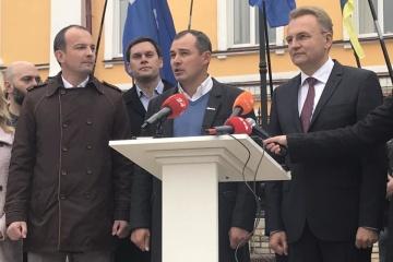 自助党と民主連合党、選挙前連合を形成、サドヴィー自助党党首を大統領選候補に推薦